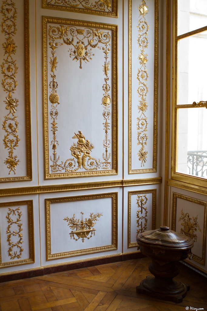 Versailles intime en balade dans les petits appartements for Salle de bain louis xv versailles