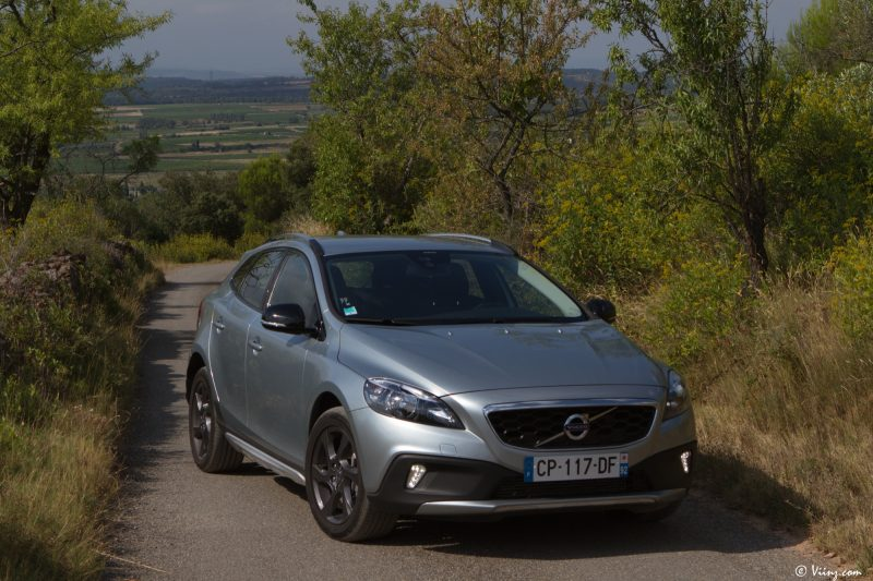 test_volvo_v40_d3_cross_country_40