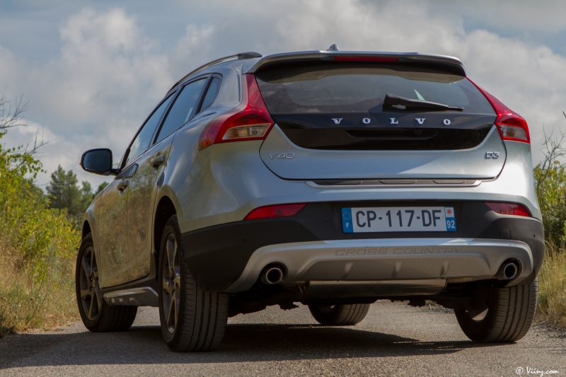 test_volvo_v40_d3_cross_country_42