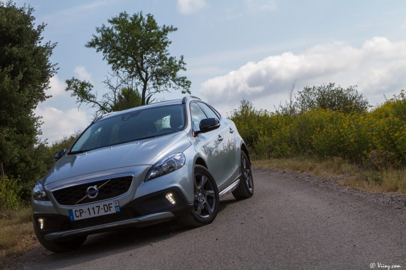 test_volvo_v40_d3_cross_country_54