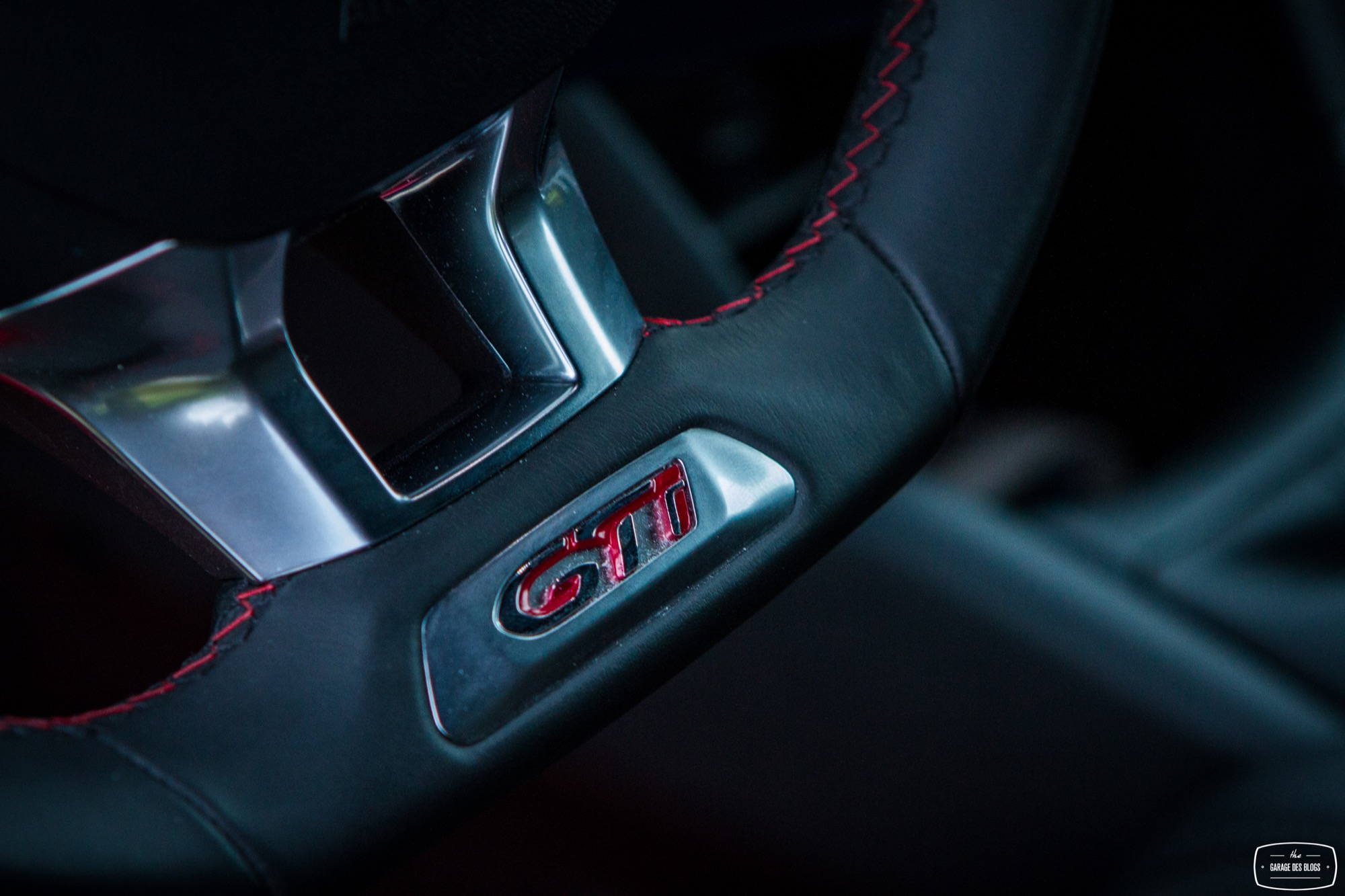 Essai peugeot 208 gti 30th interieur 22 le blog de viinz for Interieur 208 gti