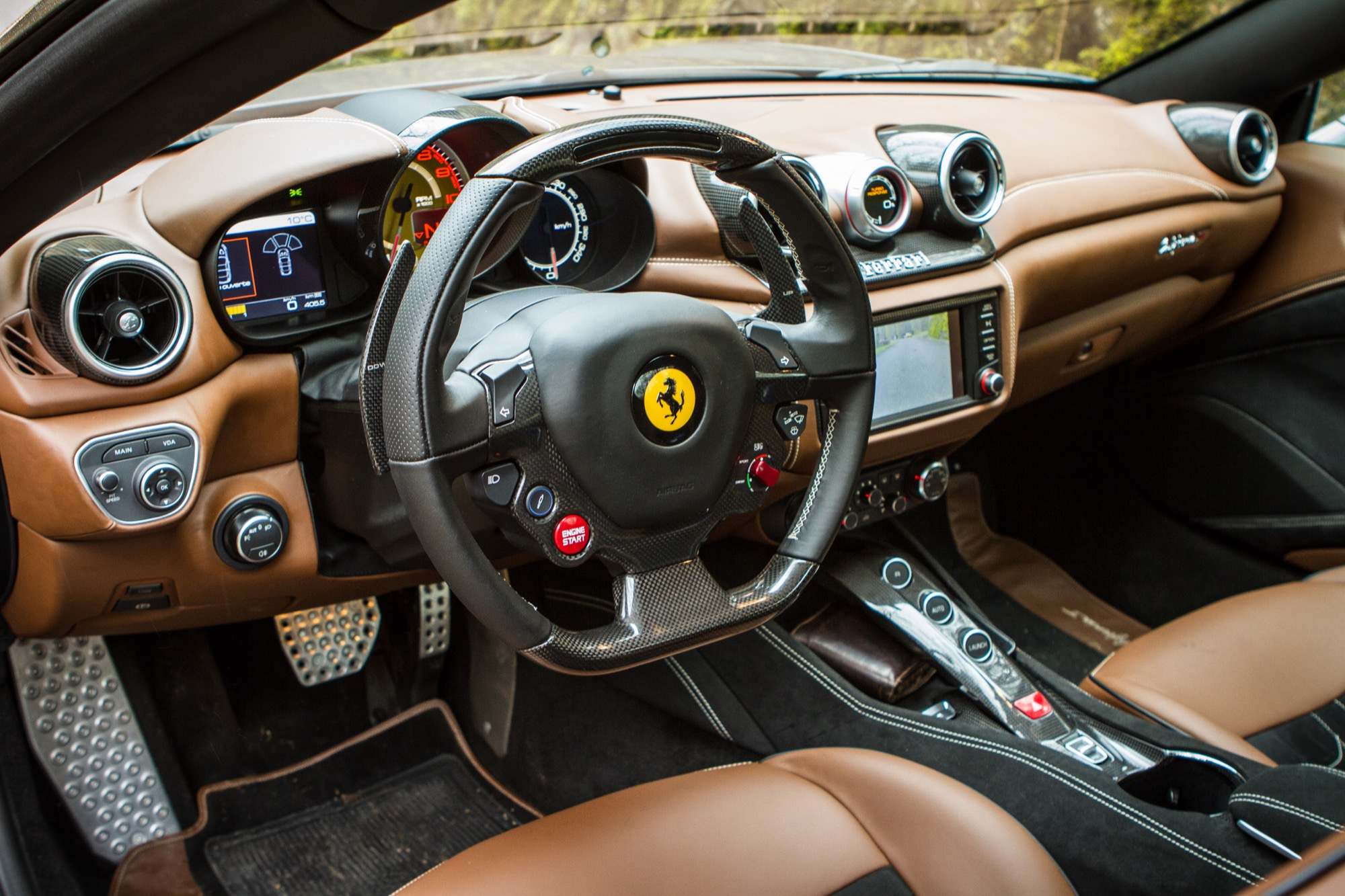 La ferrari california t l 39 essai sur les routes burgondes for Ferrari california t interieur