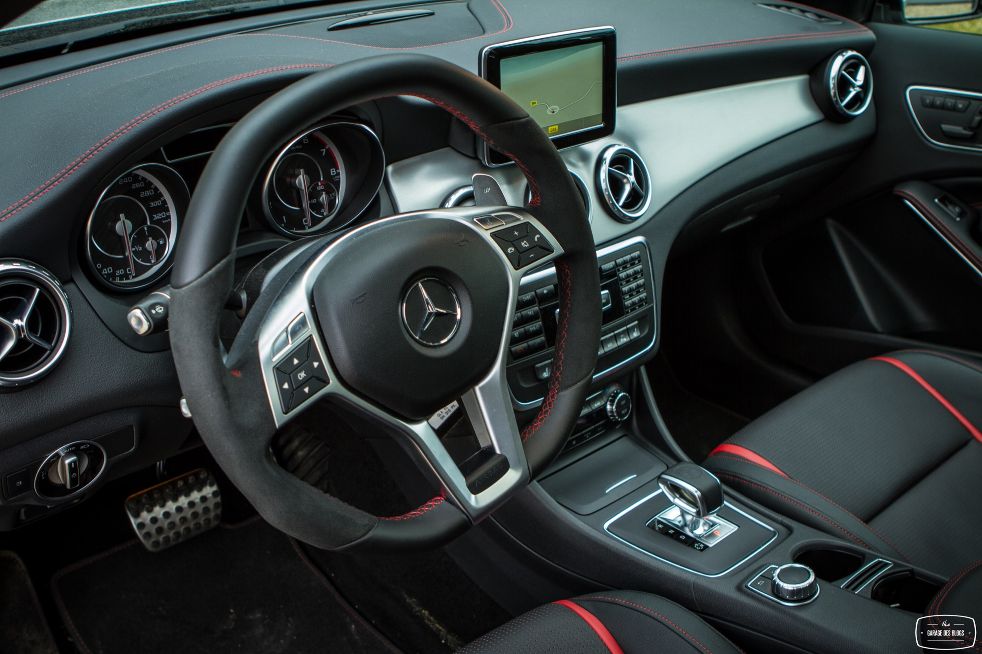 essai mercedes amg gla 45 4matic interieur 1 le blog de viinz. Black Bedroom Furniture Sets. Home Design Ideas