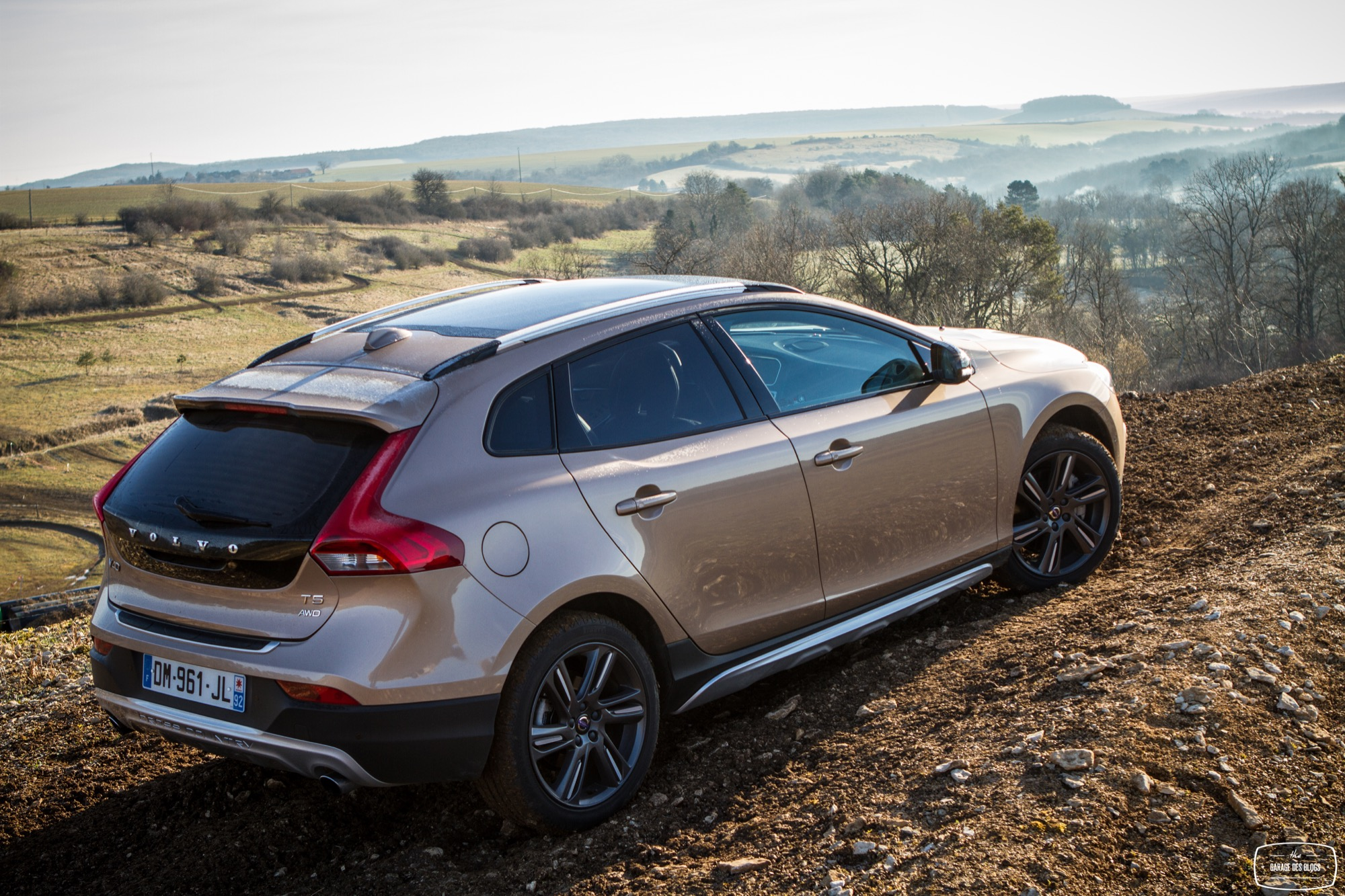 la version t5 awd de la volvo v40 cross country l 39 essai. Black Bedroom Furniture Sets. Home Design Ideas