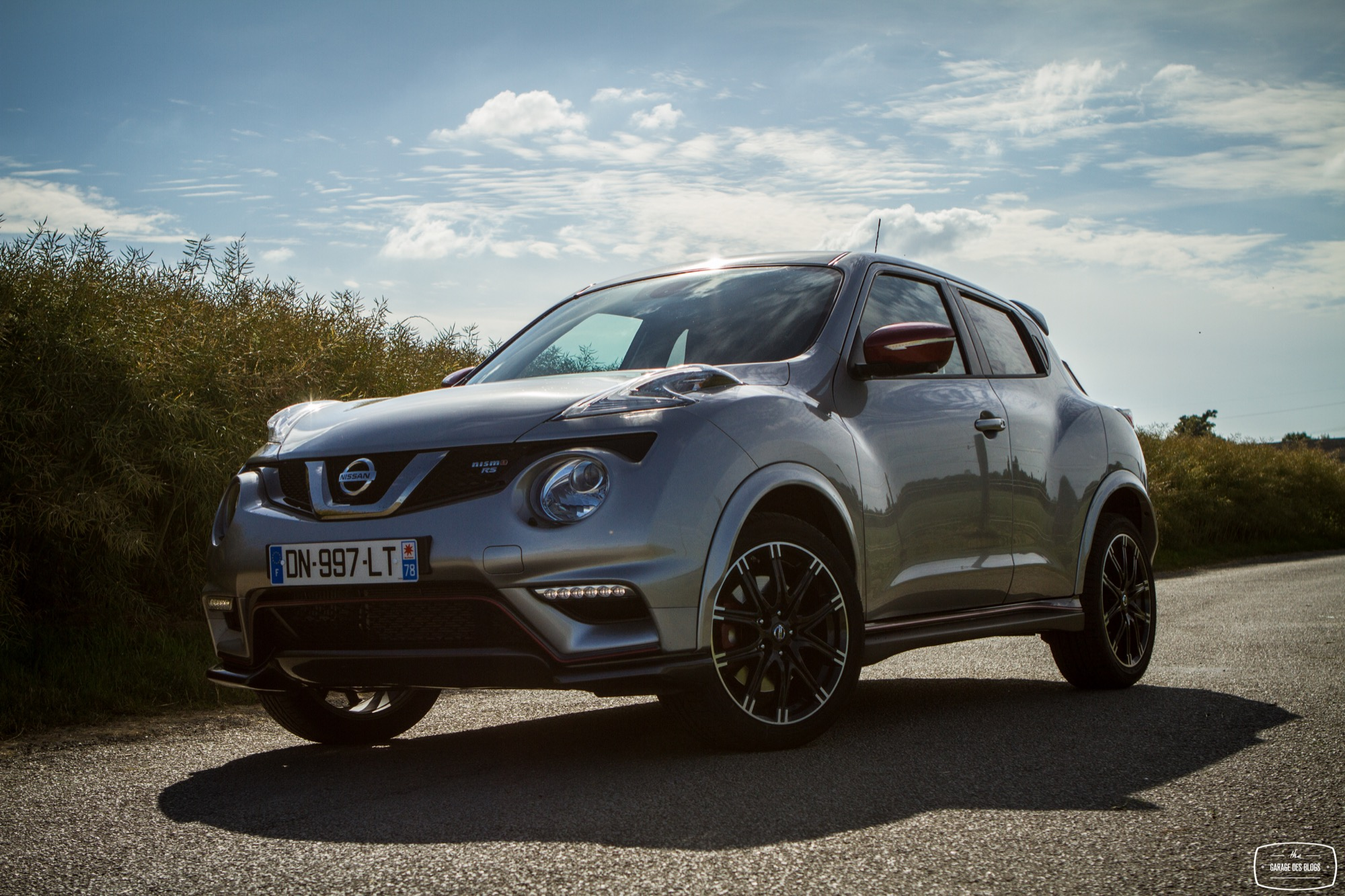nissan juke une version monstrueuse en pr paration pictures to pin on pinterest. Black Bedroom Furniture Sets. Home Design Ideas