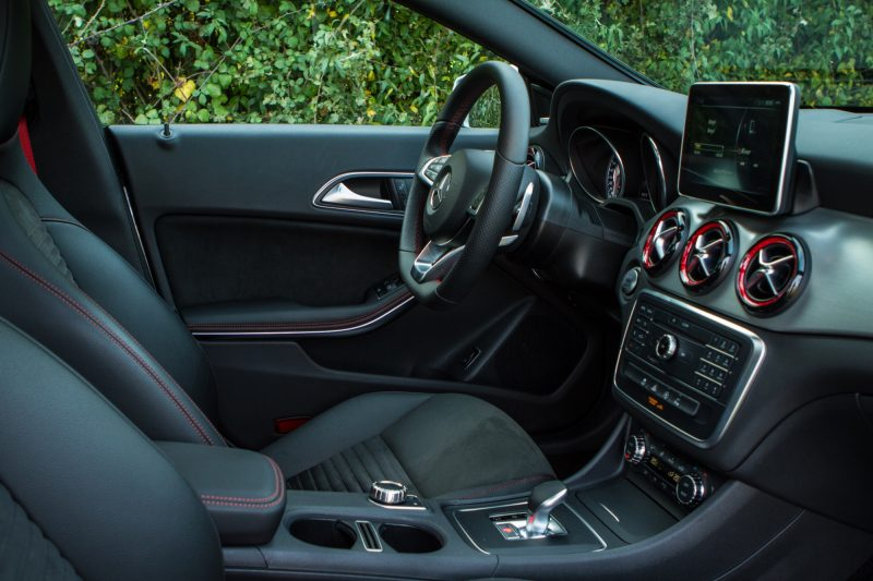 essai-mercedes-amg-cla-45-shooting-brake-interieur-58
