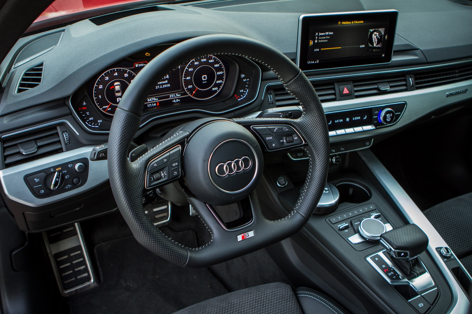 Image gallery 2016 a4 interieur for Lederen interieur audi a4