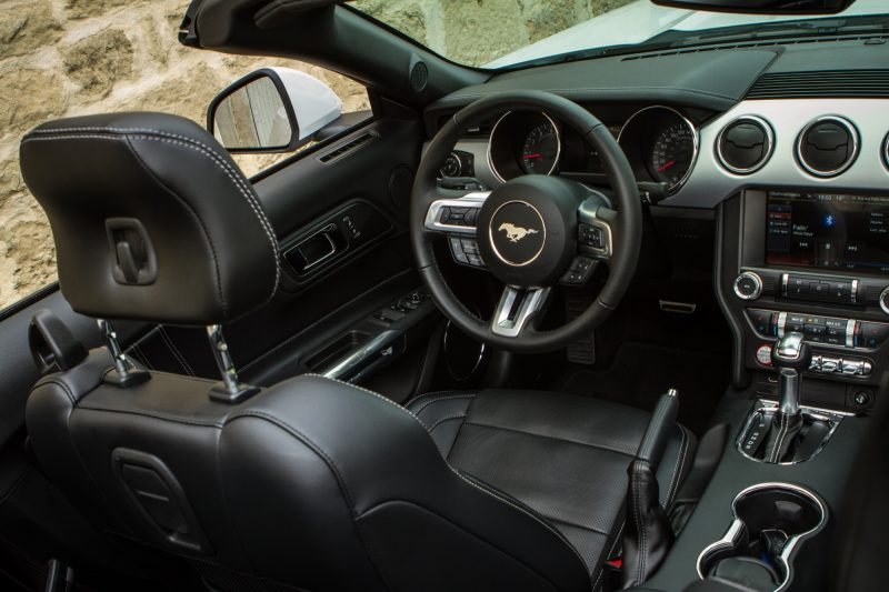 essai-ford-mustang-ecoboost-convertible-interieur-88