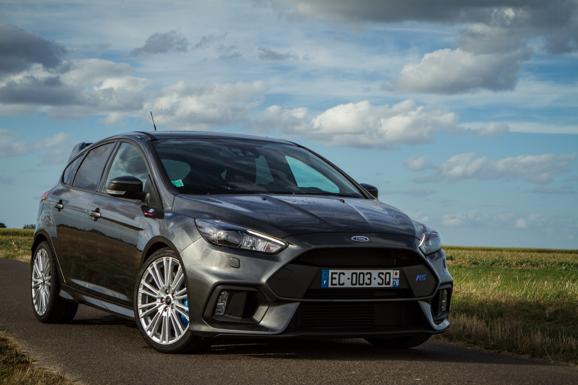 la nouvelle ford focus rs est l 39 essai puriste et vive. Black Bedroom Furniture Sets. Home Design Ideas