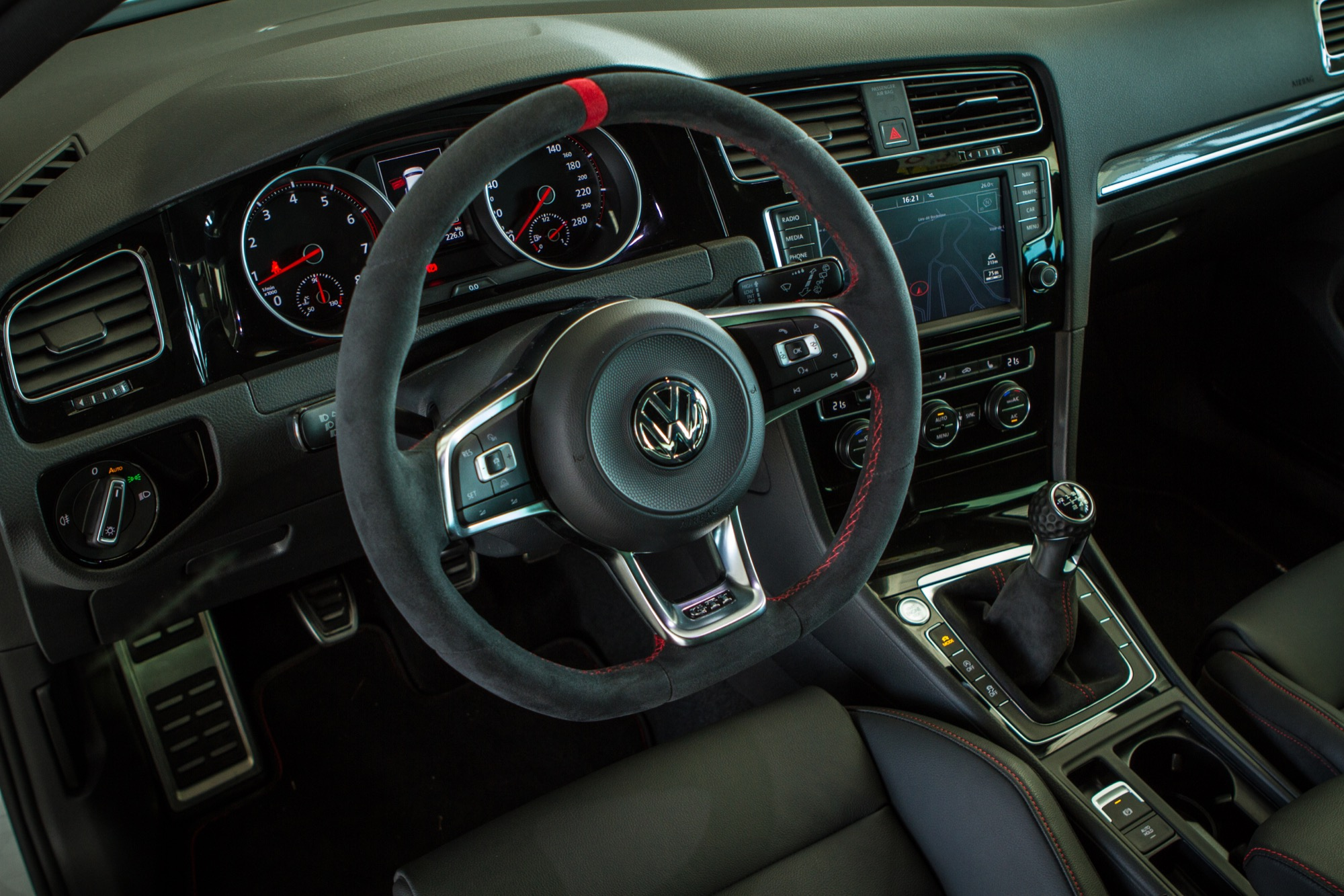 Essai volkswagen golf gti clubsport interieur 4 le blog for Interieur golf 4
