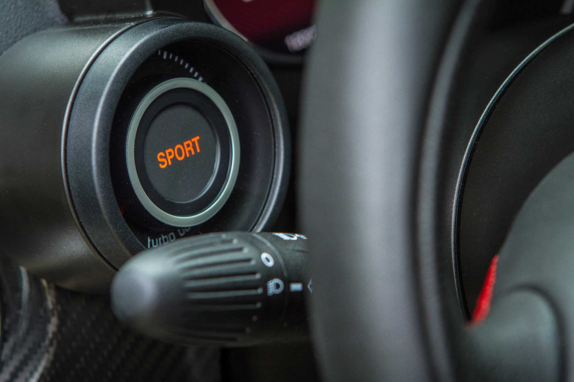 Essai abarth 695 biposto interieur 66 le blog de viinz for Interieur 66